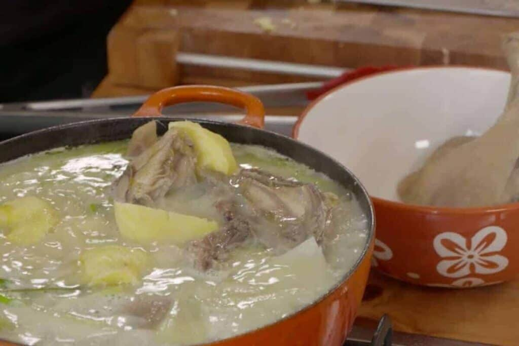 preparacion de caldo de gallina